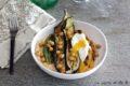 Uovo in camicia con verdure e hummus