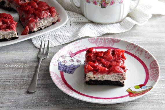 Torta Oreo e fragole senza forno