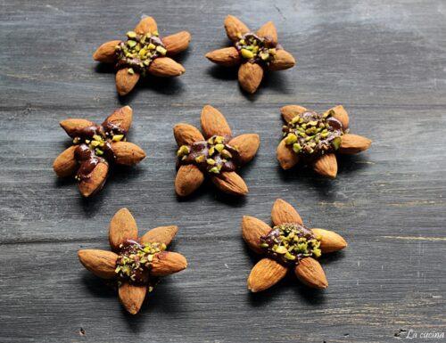 Stelline di mandorle e cioccolato