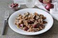 Straccetti di manzo con cipolle e olive Kalamata