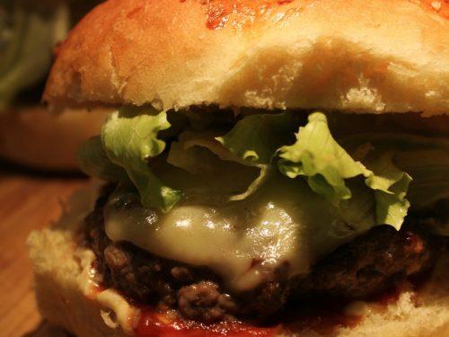Hamburger fatto in casa, pane incluso!
