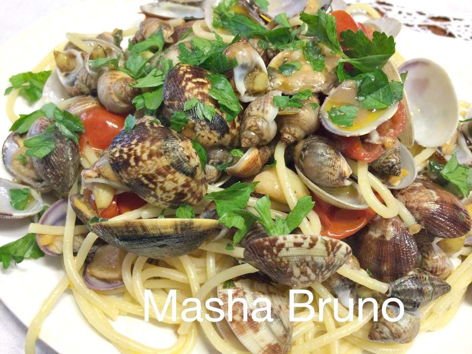 spaghetti vongole e lumache di mare