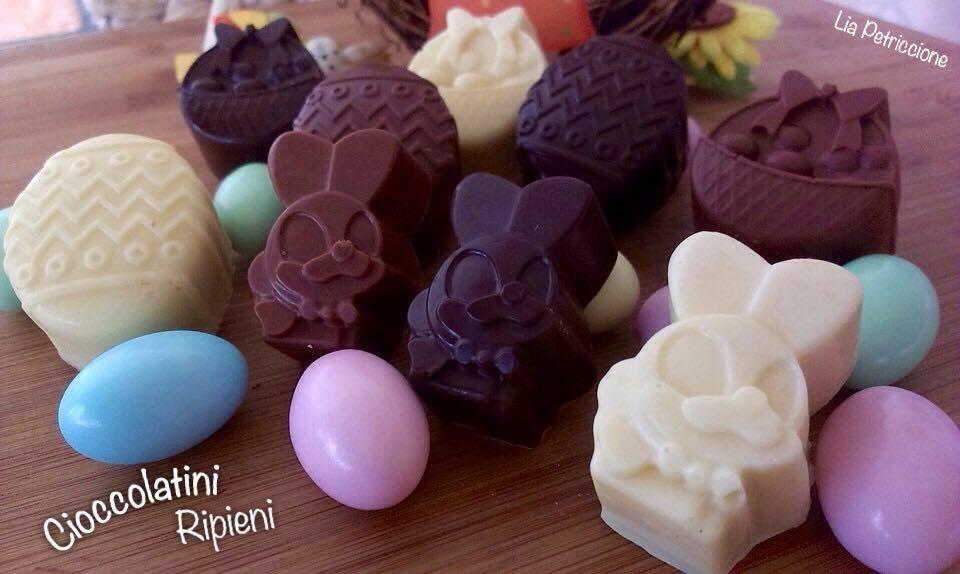Cioccolatini ripieni a tavola con liaa tavola con lia - Togliere silicone dalle piastrelle ...