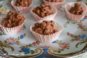 Dolcetti cioccolato riso soffiato e nocciole