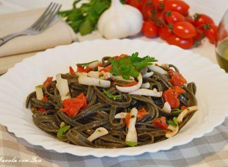Tagliatelle nere con seppie e pomodorini