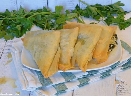 Pasta fillo: ricetta facile triangoli spinaci e feta super croccanti
