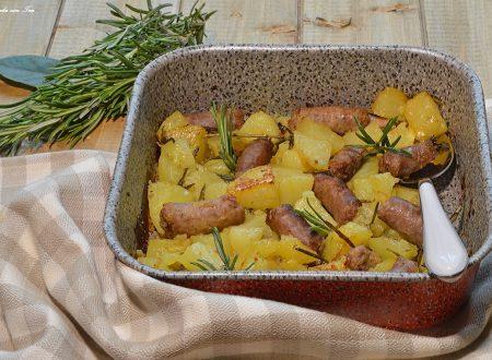 Salsicce e patate al forno croccanti