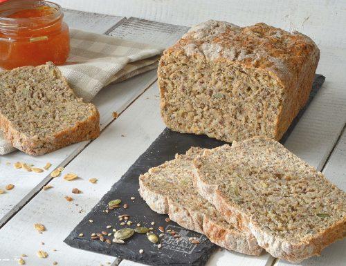 Pane integrale di farro e grano saraceno