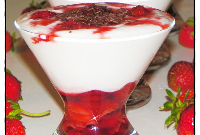 VERRINE DI MOUSSE CON LE FRAGOLE