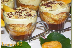 ALBICOCCHE RIPIENE CON CHANTILLY ALL'AMARETTO