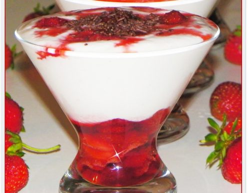 MOUSSE DI RICOTTA E YOGURT CON FRAGOLE