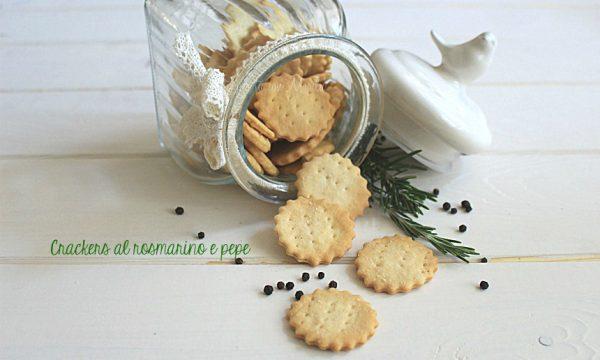 Crackers al rosmarino e pepe
