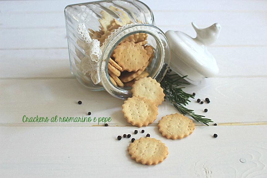 Crackers al rosmarino e pepe fatti in casa - ricetta facile homemade