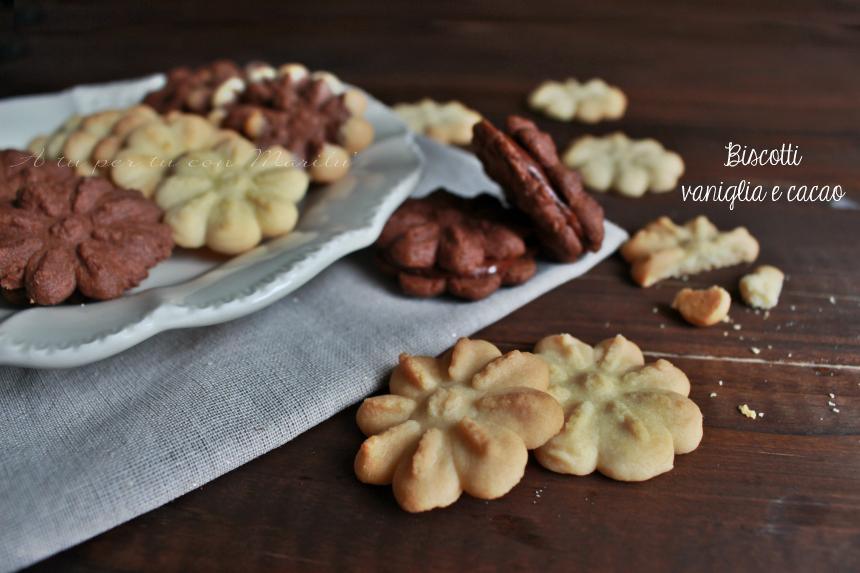Biscotti vaniglia e cacao con sparabiscotti