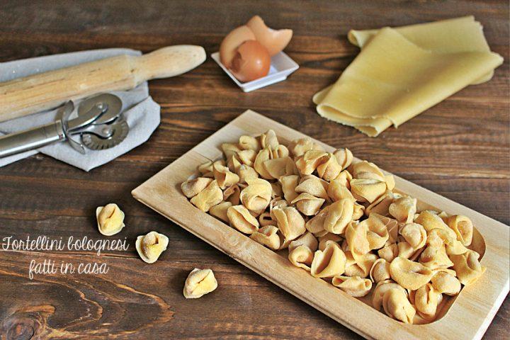 Come fare tortellini bolognesi in casa | ripieno per tortellini e sfoglia fresca A tu per tu con Marilù