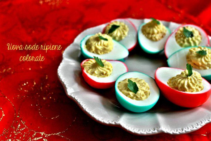 Uova sode ripiene colorate | antipasto Natale facile | A tu per tu con Marilù