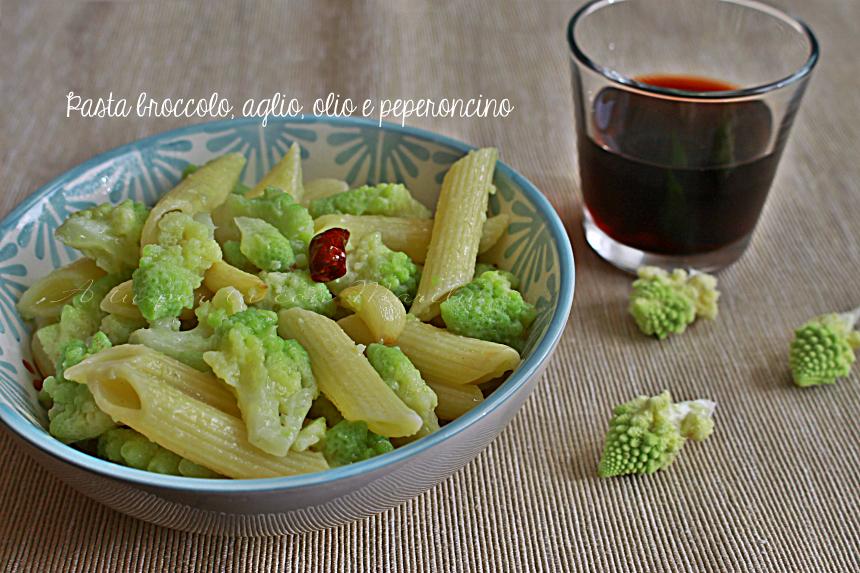 Pasta broccolo romano aglio olio peperoncino