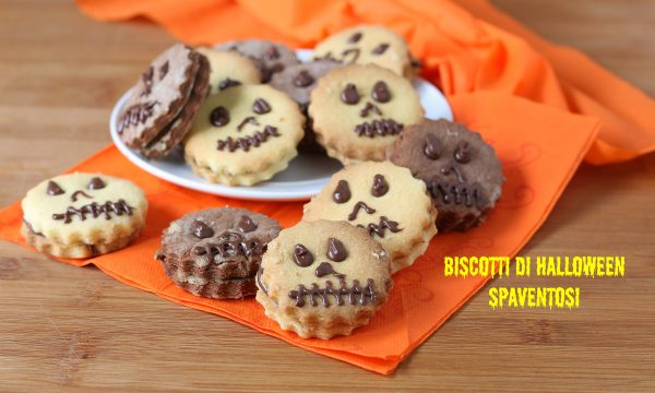 Biscotti di halloween spaventosi bianchi e neri