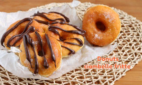 Donuts ciambelle fritte come al bar