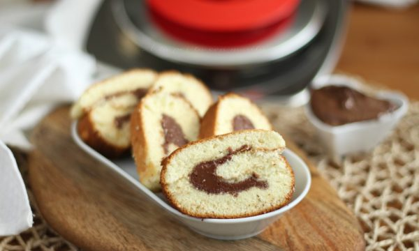 Rotolo magic cooker dolce con crema spalmabile al cioccolato