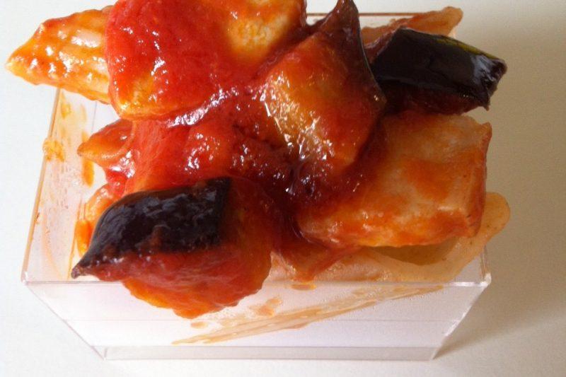 Penne rigate con pesce spada e melanzane, ricetta primi piatti