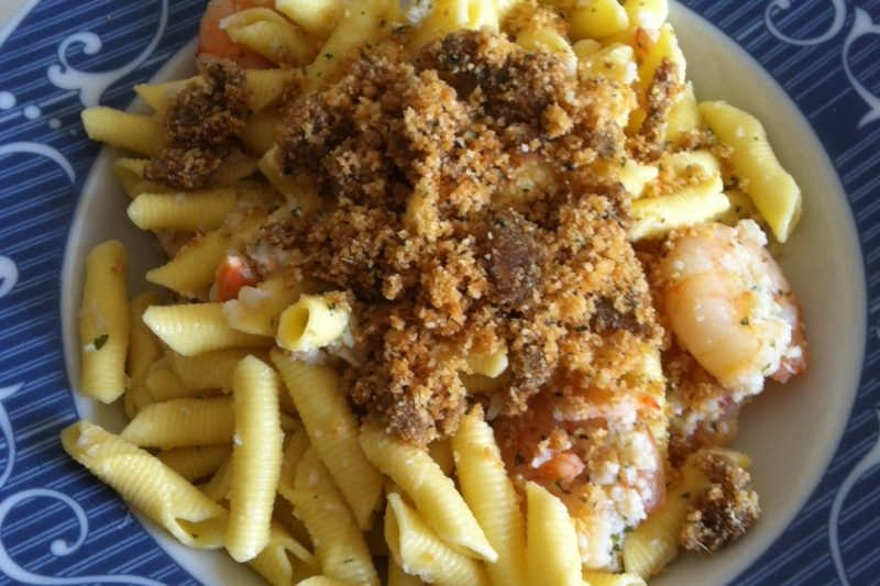 Garganelli con polpa di granchio, mazzancolle e pangrattato aromatico, ricetta primi piatti
