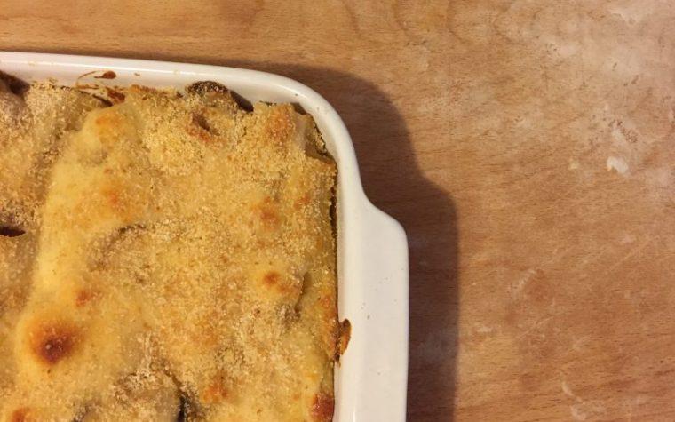 Pasta gratinata con funghi, pancetta e besciamella, ricetta primi piatti