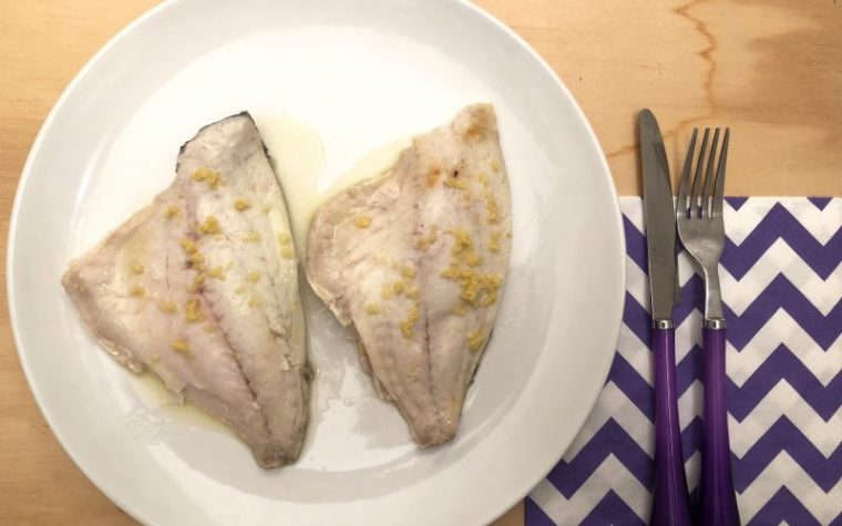 Filetti di branzino Dukan all'aroma di funghi e limone, ricetta light