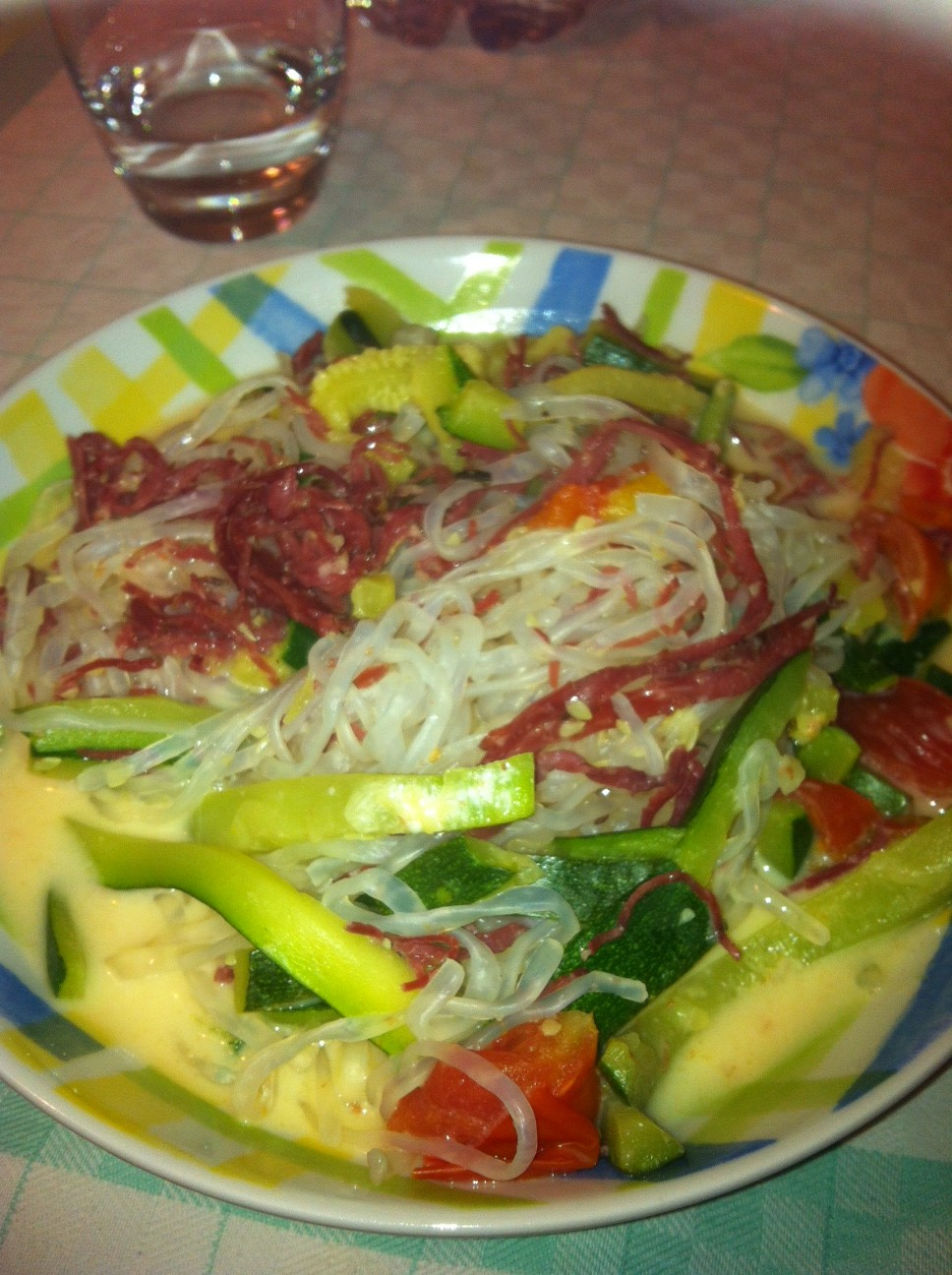 Shirataki con zucchine, pomodorini, crudo e Balance