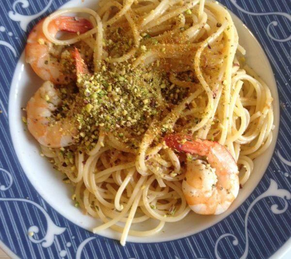 Spaghetti con bottarga mazzancolle e pistacchi