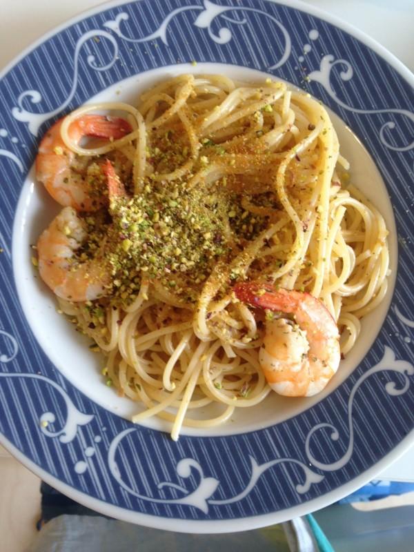 Spaghetti con bottarga, mazzancolle e pistacchi