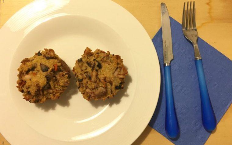 Muffin salati con calamari e funghi