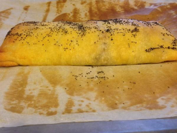 strudel con funghi, pancetta e scamorza affumicata