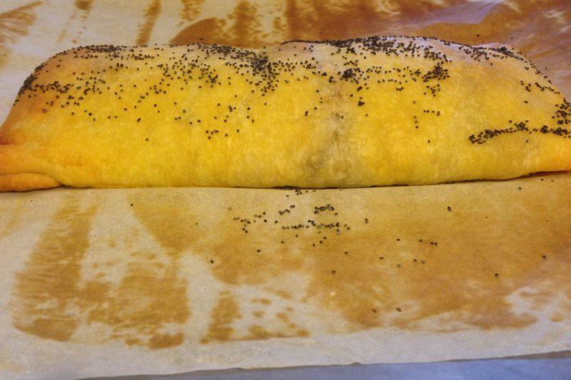 Strudel con funghi, pancetta e scamorza affumicata (ricetta stuzzichino)