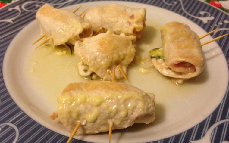 Involtini di petto di pollo con bacon e zucchine (ricetta secondo piatto)