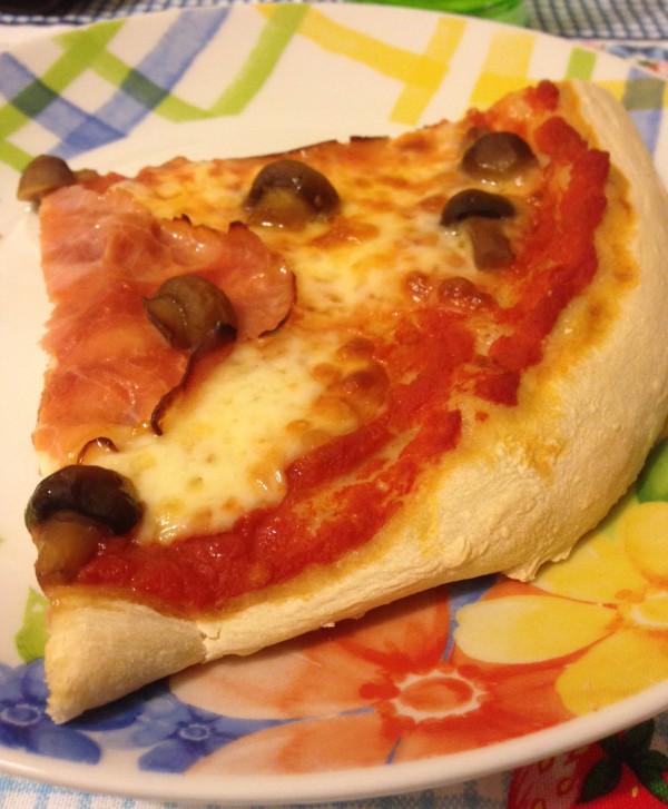 Pizza con pietra refrattaria