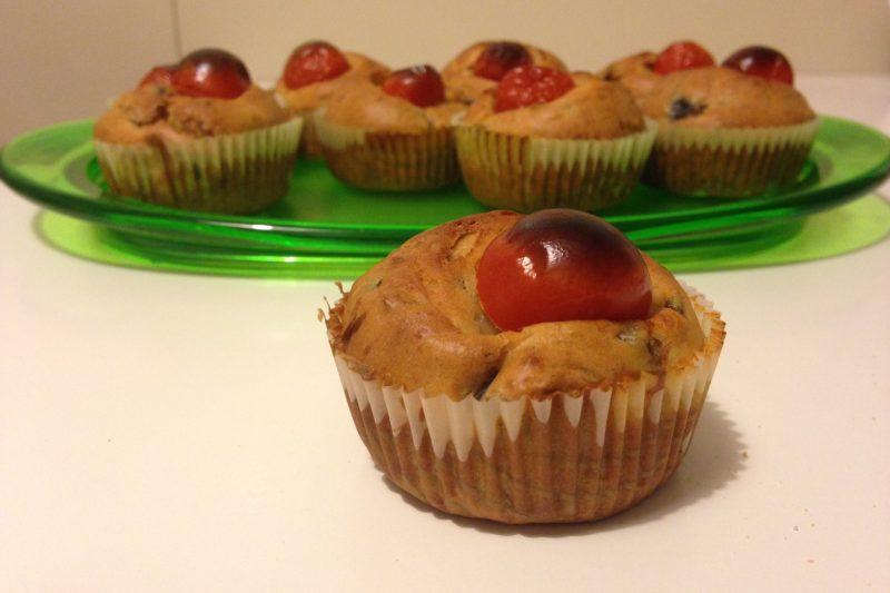 Muffin salati con zucchine e pomodorini (ricetta vegetariana)