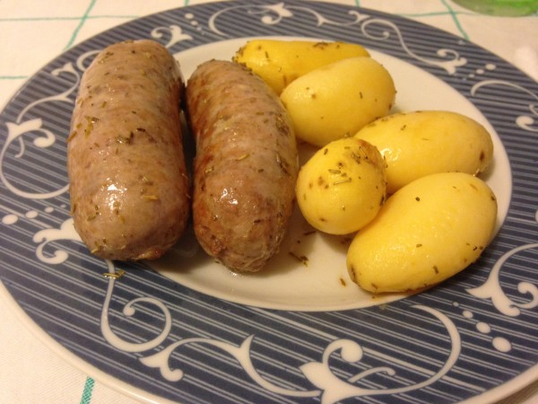 salsiccia e patate novelle al forno