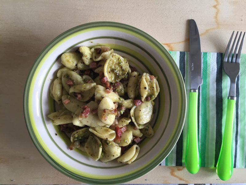 pasta con pesto di pistacchi e speck