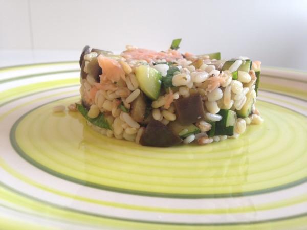 cereali con verdure e salmone