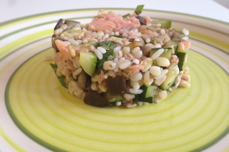 Cereali con verdure e salmone affumicato (ricetta primo piatto)