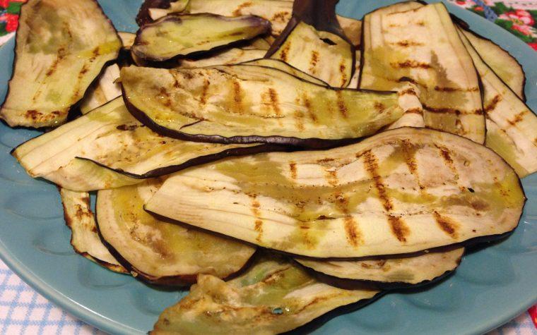 Melanzane grigliate condite a strati (ricetta contorno)