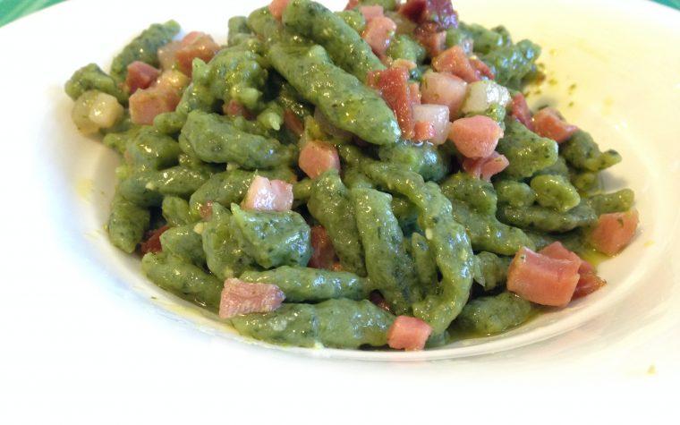 Spaetzle con speck e pesto (ricetta primo piatto)