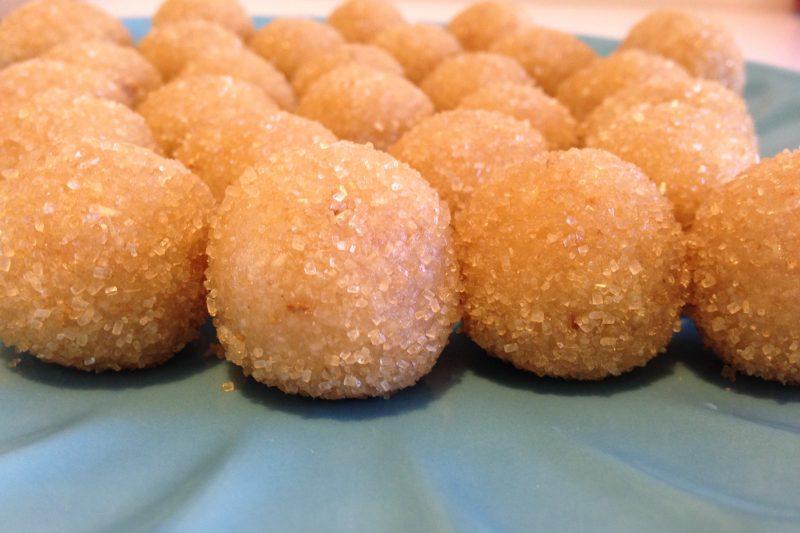 Palline di mandorle agli agrumi (ricetta dolce)