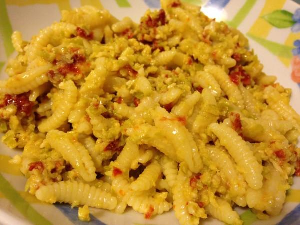 malloreddus con pesto di pomodori secchi e olive