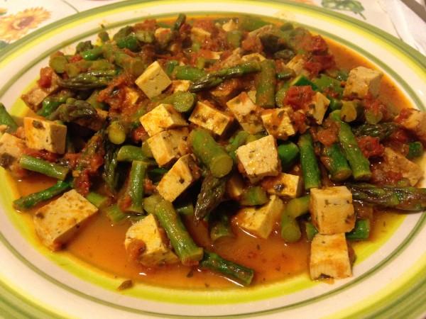 spezzatino di tofu e asparagi