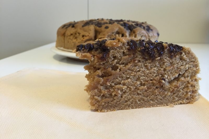 Torta al caffè con gocce di cioccolato (ricetta dolce)