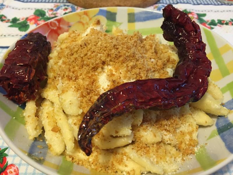 pasta con peperone crusco e mollica di pane