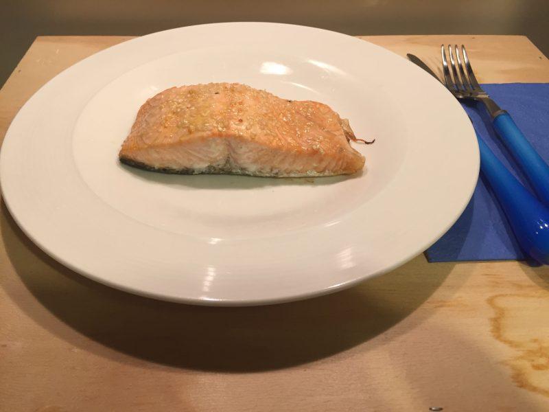 salmone con semi di sesamo e agrumi