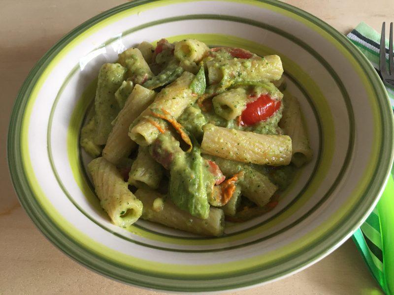 pasta con fiori di zucchina speck e brie